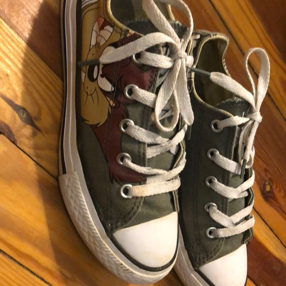Converse Shoes | By Looney Tunes